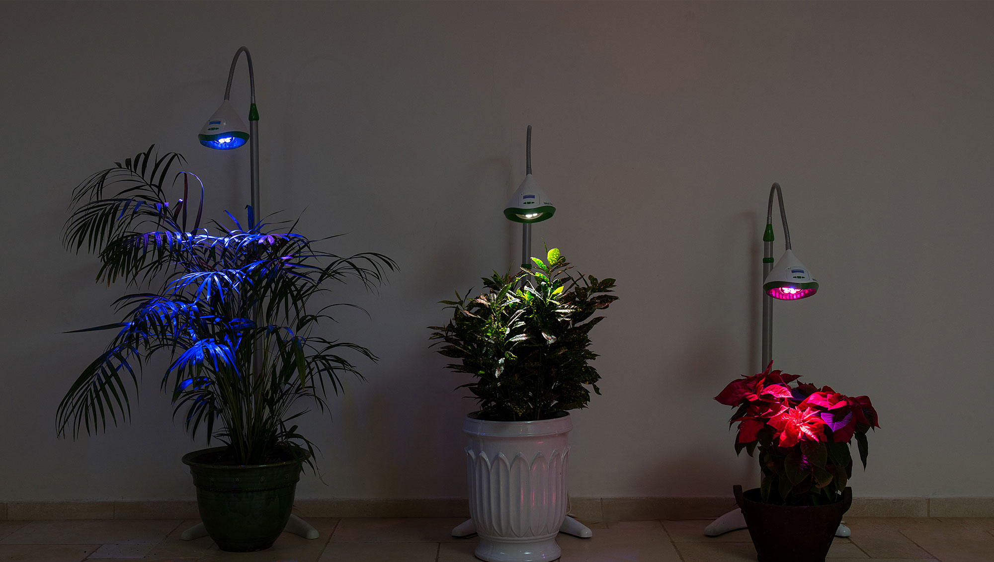 מנורה לגידול צמחים חכמה וחסכונית